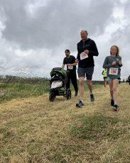 family running a race togethet